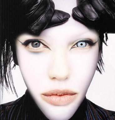 Angelina Jolie ve Marilyn Manson karışımı...