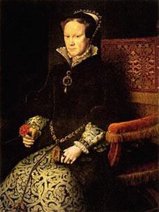 """Kraliçe Mary   Doğum: 1516, Ölüm: 1558  VIII. Henry'nin ilk çocuğu, Tudor Hanedanı'nın Jane Grey'den sonra ve I. Elizabeth'ten önce gelen hükümdarı olan Mary, İngiltere'nin dinini kısa bir süreliğine Roma Katolikliğine geri döndürmesiyle ve idam kararlarıyla hatırlanıyor.   Tarihe """"Mary'nin zulmü"""" olarak geçen dönemde çok sayıda Protestan lider idam edilmişti. Bu nedenle ismi """"Bloody Mary"""" (Kanlı Mary) olarak da biliniyor. Bu dönemde ülkenin ileri gelenlerinden 800 kadar zengin Protestan sürgüne gitmeyi tercih edip ülkeyi terk etmişti. 1553 yılında 37 yaşındayken tahta geçen I. Mary beş yıl hüküm sürdükten sonra 1558 yılında kanserden öldü. Ölümünden sonra tahta geçen I. Elizabeth'le İngiltere yeniden Protestanlığa dönüş yaptı."""