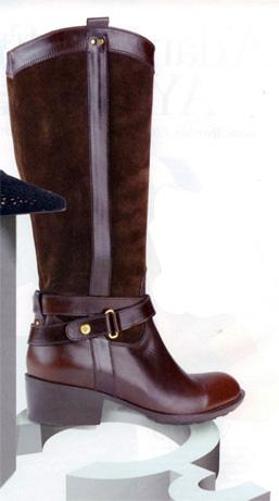 Deri ve kürklü bordo renginde bir çizme