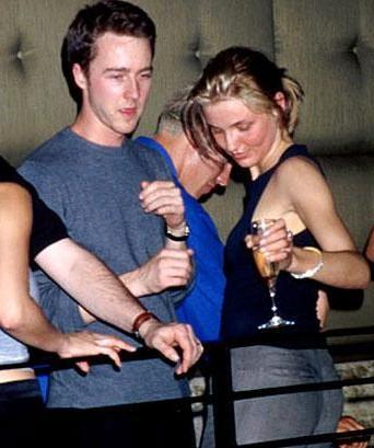 Bir söylentiye göre Edward Norton ile Cameron Diaz 1999 yılında birlikteydi. Bir söylentiye göre diyoruz çünkü, normalde Diaz'ın tercihlerine bakılırsa Norton, onun için sadece tek gecelik bir ilişkiydi.