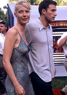 Gwyneth Paltrow , Brad Pitt'ten ayrıldıktan sonra bir süre Ben Affleck ile birlikte oldu. Ama bu ilişki yürümedi. Paltrow bir yıl sonra Chris Martin ile tanıştı ve evlendi.