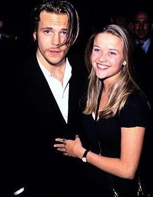 İyi aile kızı görünümlü Reese Witherspoon'un Hollywood'un kötü çocuğu Stephen Dorff ile ne işi olabilirdi ki. Zaten bu ilişki de kısa sürdü.