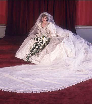 İngiliz halkının kalbinin gerçek prensesi Diana'nın gelinliği pek çok genç kızın hayallerini süsledi.