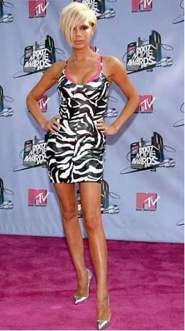 Victoria Beckham bu elbiseyle geçen yıl en kötü giyinen ünlülerden biri seçildi.