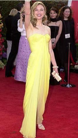 Renee Zellweger, bu elbiseyle dünyanın en güzel 'limonu' gibi görünüyordu.