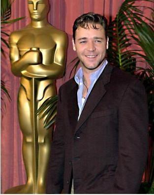 Russell Crowe yıldızının parladığı ilk dönemlerde böyle görünüyordu.