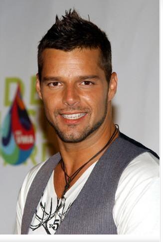 Ricky Martin de yıllara yeniliyor..