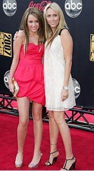 Miley Cyrus ve annesi Leticia