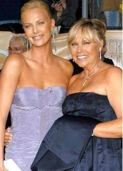 Charlize Theron'un annesi Gerda biraz daha az kilolu olsa kızıyla yaşıt gibi görünecek.