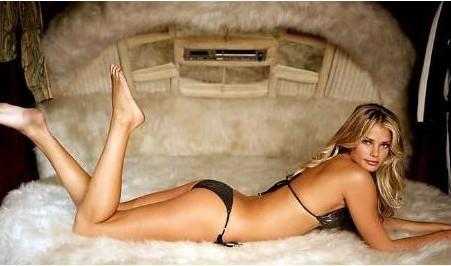 TORI PRAVERT   Jet Set Models'in sahibi tarafından keşfedildi.