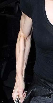 Madonna'nın kolları da fazla spordan deforme oldu.