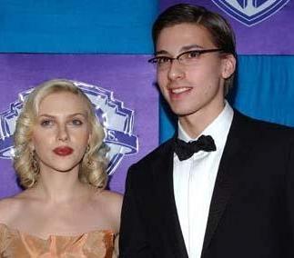 Scarlett Johanson'un kardeşi...