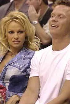 Pamela Anderson'un kardeşi...