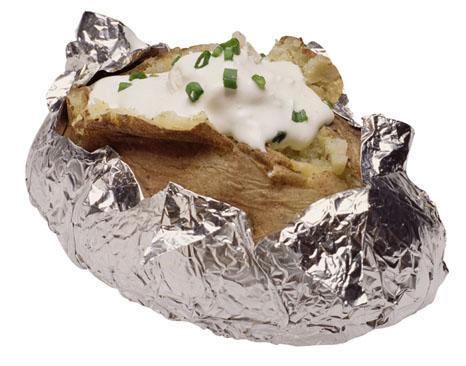 Fırında patates yapmadan önce,10-15 dakika haşlayın ve çatal ile delin.Daha kolay pişecektir.