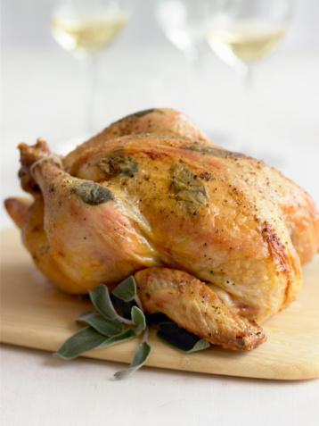 Fırında tavuk kızartacağınız zaman üzerine koyduğunuz baharatlardan içine de koyun.Böylece daha lezzetli olur.    5 çayı için 5 kurabiye tarifi10 pratik yemek tarifi
