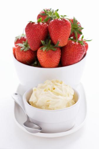 8–9 tane çilek ve 3 çorba kaşığı sade Activia yoğurt Hazırlayacağın bu karışım tamamen zararsız bir tatlı olmakla beraber lif bakımından da oldukça zengin olacaktır.