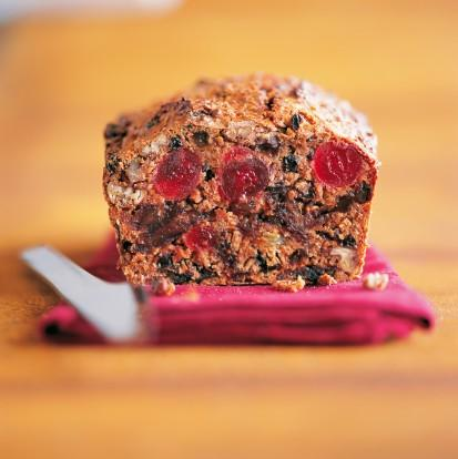 1 adet Saray Light Meyveli Kek Sabah tatlı bir şeyler atıştırmak istersen bu keki deneyebilirsin. Böylece toplantı masasındaki tatlılar ilgini çekmeyecek.