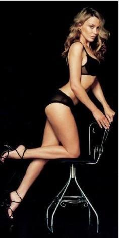 Kylie Minogue'un boyu 1. 53 cm.