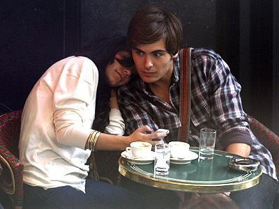 Zac Efron ve Vanessa Hudgens (Paris)