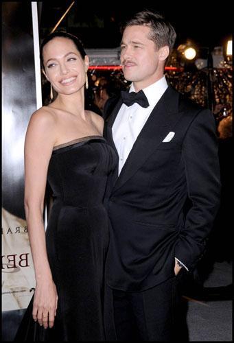 Son olarak Brad Pitt 2005'te Bay ve Bayan Smith filminde rol arkadaşı Angalina Jolie ile çıkmaya başladı. Ardından birlikte yaşamaya başlayan çiftin 3 biyolojik toplam 6 çocukları var.