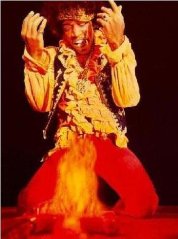 JIMI HENDRIX   Müzikte Seattle ekolünün önde gelen temsilcilerinden. Hala onun gibi gitar çalabilen yok. O da 27 yaşındaykenh aşırı dozda uyuşturucudan öldü.