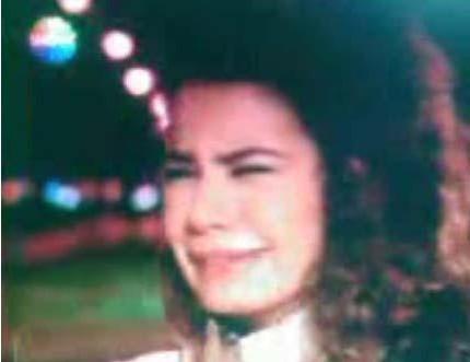 BEREN SAAT    Hatırla Sevgili ve Aşkı Memnu dizilerinin yıldızı Beren Saat ilk olarak Türkiye'nin yıldızları adlı yarışmayla adını duyurdu. Daha sonra Tofika reklamlarında rol aldı. Daha sonra Aşkımızda Ölüm Var ve Aşka Sürgün dizilerinde oynadı.