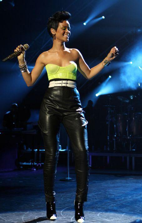 Rihanna - 85