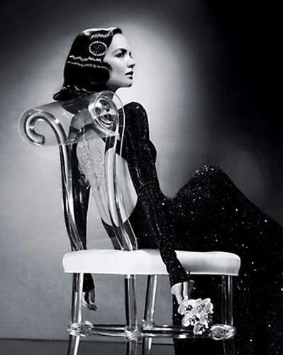 Tom Cruise ve Katie Holmes, T Magazine dergisi için yapılan bir fotoğraf çekiminde 1950'lere gittiler....