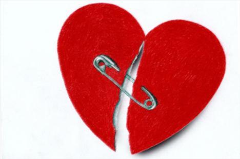 10 Numaralı öneri – Geçmişi unutun!   Milyonlarca insan terk edildi, unutuldu ve hatta aldatıldı… Burada önemli olan geçmişinizi hasar almadan atlatabilmiş olmanız. Biliyoruz ilişkileriniz sizi çok etkiliyor ama hiç değilse geçmişinizin geleceğinizi etkilemesine izin vermeyin! Eminiz ki eski sevgiliniz iyi bir aşçıydı, ama şimdiki sevgiliniz makarna bile yapamıyor diye onu terk etmenize gerek yok! Her yeni ilişki, yeni bir sayfada yaşanır.